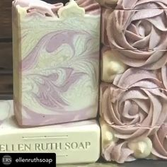Rosas de jabón Handmade Soap Packaging, Handmade Soap Recipes, Soap Making Recipes, Handmade Soaps, 5 Minute Crafts Videos, Cold Process Soap, Home Made Soap, Wood Branding, Branding Iron