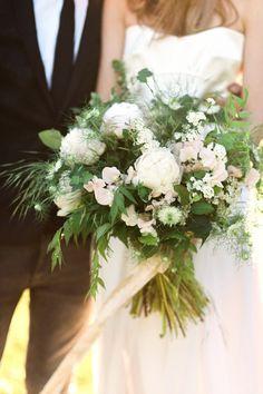 Garden Wedding Inspiration: http://bellesandbubbles.com/garden-wedding-inspiration | Photography: http://ashleyludaescher.com