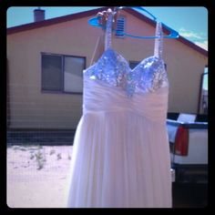 Wedd I ng dress Wedding dress worn once, taking up space Dresses Wedding