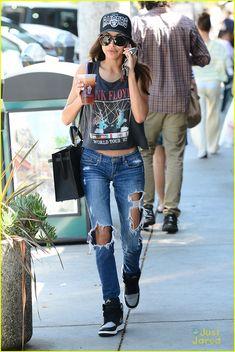 Listen To Naya Rivera's Duet with Amber Riley From Tonight's 'Glee' | naya rivera larchmont coffee run 05 - Photo