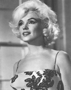 New Marilyn Monroe Documentary Needs Your Testimony! Record a Short Video Clip and Be Part of the Film! - The Marilyn Monroe Collection Marilyn Monroe 1962, Fantasia Marilyn Monroe, Costume Marilyn Monroe, Marilyn Monroe Photos, Marilyn Monroe Hairstyles, Hollywood Glamour, Hollywood Actresses, Old Hollywood, Classic Hollywood
