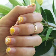 Lo mejor del #nailart es que es súper divertido aplicarlo y usarlo. ¿Tú qué prefieres el nail art o el esmalte tradicional?…