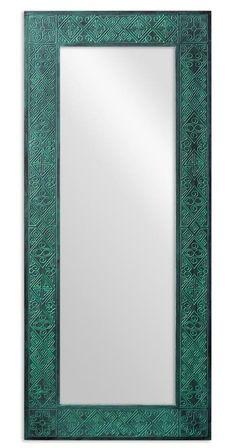 Это среднее зеркало, его размеры 60х140 см, и этого достаточно, чтобы полностью увидеть себя даже при небольшом удалении. Да и само по себе оно выглядит внушительно, но при этом совершенно не громоздко.