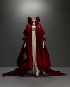 Savage Beauty by Alexander McQueen Queen Almadala mch :)