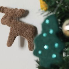 Use them to create gorgeous felted ornaments in just minutes with an easy needle felting technique. #christmascookies #cookies...