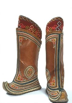 These boots, called Gutul, are traditional of Mongolian dress. They are rigid boots with a curled up toe. In the typical outfit, trousers are tucked into these boots. The upturned toe makes them recognizable as Mongolian.