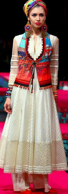 Tarun Tahiliani Spring/Summer 2015 //anarkali with koti/sleeveless jacket Pakistani Dresses, Indian Dresses, Indian Outfits, India Fashion, Ethnic Fashion, Boho Fashion, Indian Attire, Indian Ethnic Wear, Indian Style