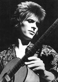 El amor de David Bowie por la actuación le llevó a meterse completamente en los personajes que creaba para su música.
