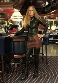 How are you darling? Pantyhose Skirt, Black Pantyhose, Leather T Shirt, Leder Outfits, Bustiers, Skirts With Boots, Sexy Blouse, Tights Outfit, Leather Dresses
