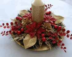 How to Make Christmas Centerpieces. Christmas is mainly a fun for children as they enjoy their holidays and Christmas party together. Do you know how to make Christmas centerpieces at home? Christmas Candle Decorations, Christmas Flower Arrangements, Holiday Centerpieces, Christmas Flowers, Christmas Candles, Christmas Diy, Christmas Wreaths, Floral Arrangements, Christmas Ornaments