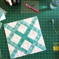 Lattice Quilt Block tutorial — honestly, I'm a lil confused by this tute. Quilting Tips, Quilting Tutorials, Quilting Projects, Quilting Designs, Sewing Projects, Quilt Block Patterns, Pattern Blocks, Quilt Blocks, Pattern Ideas