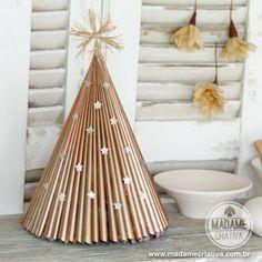 ~ Árvore de Natal feita com revista e spray - Árvore de Natal barata em decoração estilo escandinavo - Madame Criativa
