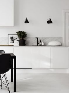 Being a lover of marble in all its forms, I get excited when I see it used in interiors. I particularly love white marble paired with white walls and cabinetry, in kitchens and bathrooms. We went with