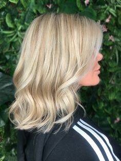 Ash blonde balayage , natural blondes babylights , and highlights on a blunt bob with waves . Sexy bob with waves. Hair by RE:NU HAIR STUDIO LEICESTER beige blonde , Sandy blondes and beach blondes