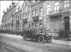 Auto met chauffeur in de baronielaan 1905-1910.