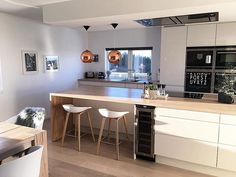 Interior Design and Home Decor Ideas Rustic Kitchen, Kitchen Dining, Kitchen Decor, Apartment Kitchen, Kitchen Interior, Home Addition Plans, Lunch Room, Beautiful Kitchens, Home Decor Inspiration