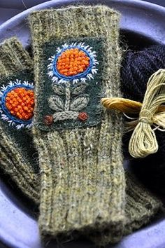 pretty folk art vintage granny chic fingerless glove design inspiration for those summer nights by the campfire knit to love woolly tip