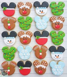 Merry Christmas Mickey style ❤ The idea for these originated with the fabulous I used some, changed some, and did my own. Christmas Sugar Cookies, Christmas Snacks, Christmas Candy, Christmas Baking, Merry Christmas, Fancy Cookies, Cute Cookies, Royal Icing Cookies, Mickey Mouse Cookies