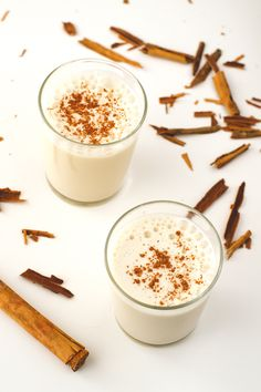 Horchata is a typical Spanish drink and is made with tiger nuts (chufas). This recipe is made with dates instead of refined sugar, so is healthier. Easy Spanish Desserts, Spanish Dishes, Spanish Tapas, Mini Desserts, Spanish Recipes, Spanish Party, Spanish Wedding, Portuguese Recipes, Mexican Food Recipes