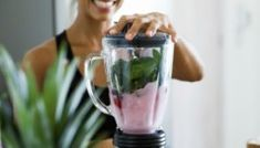 Get preworkout smoothie plan: Sustain energy (caffeine/carbs/protein/fat) Boost performance (carbs/caffeine) Hydrate (water/liquid) Preserve muscle mass (protein) Speed recovery (protein/carbs) Nutritious Smoothies, Healthy Green Smoothies, Good Smoothies, Breakfast Smoothies, Weight Loss Snacks, Weight Loss Drinks, Weight Loss Smoothies, Detox Tag, Anti Fatigue