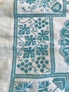 Stitched on 32ct light green linen 1 over 2. Thread: DMC 3847
