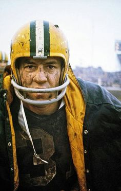 The late, great Jim Taylor. Go Packers, Packers Football, Green Bay Packers, Football Helmets, Football Pictures, Sports Photos, Manning Nfl, Nfl Hall Of Fame, Nfl History