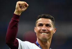 Has Ryanair dedicated a custom plane to Ronaldo?!