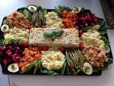 Maroc style food Morrocan Food, Moroccan Salad, Moroccan Kitchen, Moroccan Dishes, Gastronomy Food, Hello Fresh Recipes, Food Decoration, Food Presentation, Diy Food