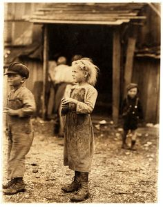 Lewis Hine: Bertha, one of the six-year old shuckers. Began work at 4 A. Maggioni Canning Co, Port Royal, South Carolina, February 1912 Vintage Pictures, Old Pictures, Vintage Images, Old Photos, Retro Vintage, Lewis Wickes Hine, Port Royal, Vintage Photographs, Vintage Children