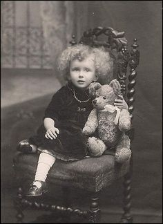 Little curly topped girl with teddy bear, antique Victorian cabinet card photo. Vintage Children Photos, Images Vintage, Vintage Girls, Vintage Pictures, Vintage Photographs, Vintage Postcards, Old Teddy Bears, Antique Teddy Bears, Bear Photos