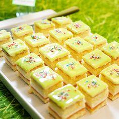 Valmista prinsessakakku vaihteeksi suloisiksi pikkuleivoksiksi! Nämä jokaisen pikkuprinsessan suosikkipalat saavat makua omenahillosta.