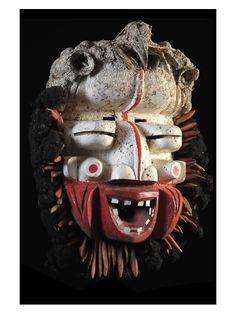 Les Wè ou Wègnon sont des populations improprement appelées Wobé et Guéré en Côte d'Ivoire. Ils possèdent un sens des masques, très populaire et dynamique. Chez eux, le masque est un génie créé par dieu, qui vivait dans la brousse alors que les hommes vivaient dans les villages.