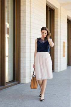 Outfit: Midnight Blue and Blush | www.moodforstyle.de | Fashion, Food, Beauty & Lifestyle Blog from Germany | Skirt: Needle & Thread / Ballerinas: Tory Burch /  Bag: Tory Burch
