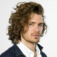 Awesome Curly Hair Men With Perm Long Curly Hair Men, Long Curly Haircuts, Permed Hairstyles, Winter Hairstyles, Curly Hair Styles, Modern Hairstyles, Cool Hairstyles, Trends 2018, Long Beard Styles