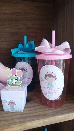Copos Personalizados - Jardim Lindosss copos de 700ml para lembrancinha de sua festa! Copos em acrílico, acompanha canudo! Adesivo em vinil! Acompanha laço largo de cetim e tag de agradecimento :) Medidas copo: 14 de altura (sem o canudo) Rapunzel, Aurora, Cinderella, Alice, Birthdays, Mermaid, Future, Cake, Party