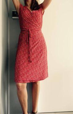 La petite robe cache-cœur tuto Bobines et Chocolat Short Dresses, Summer Dresses, Crochet Girls, Couture Sewing, Couture Dresses, Simple Style, Dress Patterns, Sewing Patterns, Chiffon