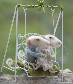 Felt mouse, needle mouse. 100% soft wool.Clothing made by natural fibers.Cute little creatures decorating all your rooms !