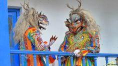 """SAQRA. Danza mestiza de la época republicana, interpretan a los diablos con su corte infernal, con sus rítmicas mudanzas van escapando de la presencia de la Virgen, imaginariamente están en el purgatorio y el infierno, tienen un fabuloso vestuario. Los personajes son el diablo caporal, los soldados y la """"china saqra"""", tiene pelucas multicolores, chaquetas ajustadas y pantalones cortos de seda. (http://www.andina.com.pe)"""