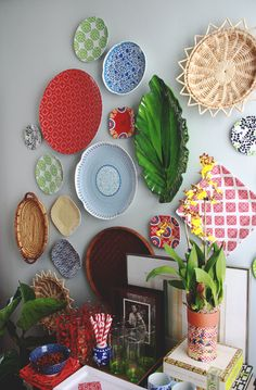 Aunt Peaches: Dinnerware Gone Rogue: How to Hang a Plate Wall