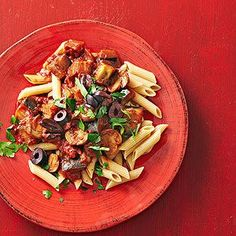 The secret ingredient that makes this slow cooked pasta sauce taste just like an Italian grandma's recipe? A splash of red wine.