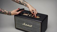 Marshall sort son enceinte bluetooth