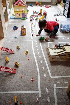 Creating a play town for preschoolers, toddlers and young children to play with. Rainy day fun activity. Great for indoor play in the winter. #Creativeplay #cars #rainydayfun #play #toddlers #preschool