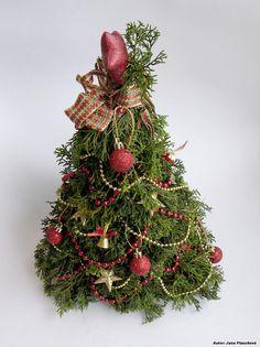 Dvojfarebne vyzdobený ministromček Christmas Wreaths, Christmas Tree, Holiday Decor, Home Decor, Teal Christmas Tree, Decoration Home, Room Decor, Xmas Trees, Christmas Trees