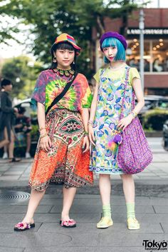 bold colorful vintage style ... Wasabi (left, 17 years old, student) & Miochin (right, 20 years old, actress) | 13 December 2017 | #couples #Fashion #Harajuku (原宿) #Shibuya (渋谷) #Tokyo (東京) #Japan (日本)