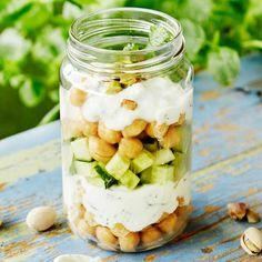 Raikkaat kikherne-jogurttimaljat   K-ruoka #savoryyoghurt Ihanan minttuiset jogurttimaljat ovat täydellinen herkku piknikherkku! My Cookbook, Mason Jars, Fruit, Vegetables, Party, Mason Jar, Vegetable Recipes, Parties, Veggies