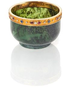 Fabergé spinach jade bowl, circa 1900, workmaster Henrik Wigström, with yellow and rose gold rim decorated with diamonds, garnets and sapphires.