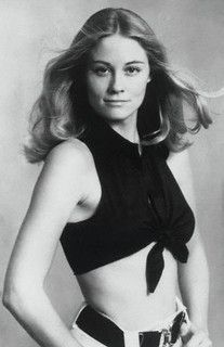 There is no denying Cybill Shepherd's attractiveness. She is an absolutely beautiful blonde with a smoldering intelligence that makes her gaze unavoidable, especially to men. Cybill Shepherd, Classic Actresses, Beautiful Actresses, Actors & Actresses, Divas, Kathleen Turner, Beautiful People, Beautiful Women, Tied Shirt