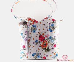 Este din piele naturală albă cu flori colorate, groasă de cea mai buna calitate.  Este un model elegant care poate fi purtat atât ca office pe umăr, cât și în timpul liber sub formă de rucsac pe spate.  Este foarte încăpătoare, detaliile sunt de culoare argintie.  Dimensiuni – lungime: 28 cm, lățime: 8 cm, înălțime: 29 cm, baretă poșetă: 35 cm, baretă rucsac: 45 cm.  ! Model disponibil pe BEJ si NEGRU. Floral Tops, Women, Fashion, Moda, Top Flowers, Fashion Styles, Fashion Illustrations, Woman