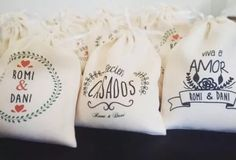 bolsitas de arroz para civil Wedding Party Favors, Wedding Gifts, Diy Tote Bag, Leather Art, Bridal Robes, Toot, Hand Stamped, Wedding Details, Party Time