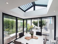 Before / after: gaining light and space thanks to a flat roof veranda - Extension Veranda, Roof Extension, Store Veranda, Home Office Design, House Design, Extension Designs, Patio Enclosures, Modern Tiny House, Light And Space